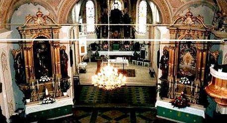 14. travnja ove 1997. započelo je bojanje crkve iznutra